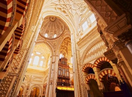 Mezquita-Catedral - Kathedrale im Inneren des ehemaligen Großen Moschee von Cordoba, Andalusien, Spanien Standard-Bild - 23316504