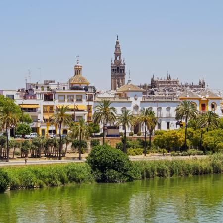 andalusien: Ansicht von Sevilla und Fluss Guadalquivir, Andalusien, Spanien Lizenzfreie Bilder