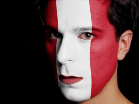 bandera peru: Bandera de Per� pintado en el rostro de un hombre joven Foto de archivo
