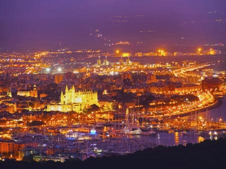 Nacht Luftbild von Palma de Mallorca, Balearen, Spanien Standard-Bild - 27825686