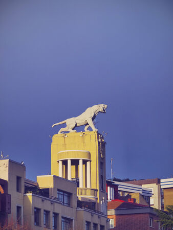 tigre: Edificio del Tigre - former industrial building changed into a residential building, the building takes the name of a tiger located on the roof, however the animal is really a lion, in Bilbao, Biscay, Basque Country, Spain