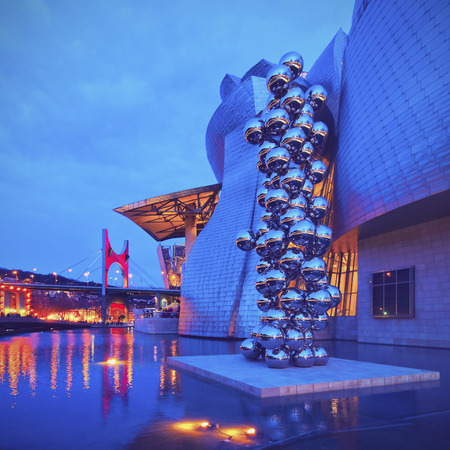 anish: Night view of the Sculpture The Big Tree consisting of 80 stainless steel balls with reflections by Anish Kapoor in front of The Guggenheim Museum in Bilbao, Biscay, Basque Country, Spain