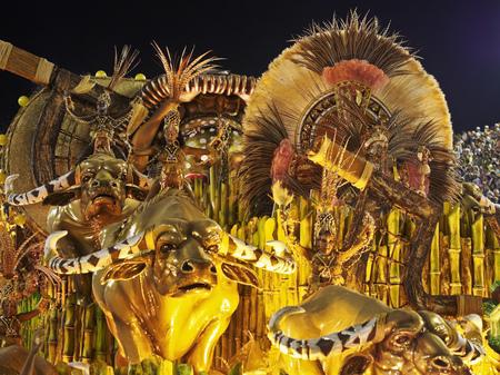 Brasilien, Bundesstaat Rio de Janeiro, der Stadt Rio de Janeiro, Karneval Parade am Sambódromo. Standard-Bild - 63615946