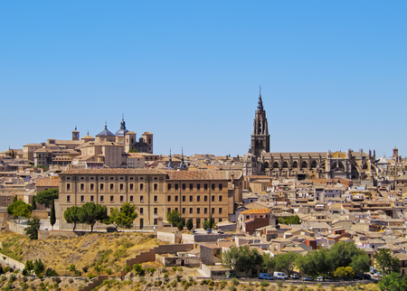 Spain, Castile La Mancha, Toledo, Old Town, View towards the cathedral.