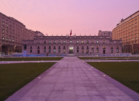 citizenry: Chile, Santiago, Twilight view of La Moneda Palace from the Plaza de la Ciudadania. Editorial