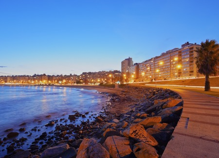 Uruguay, Montevideo, Twilight view of the Pocitos Coast on the River Plate. 스톡 콘텐츠
