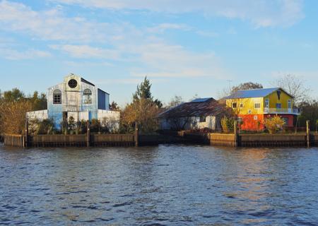 Argentinien, Provinz Buenos Aires, Tigre, Blick auf den Kanal auf Rio Lujan. Standard-Bild