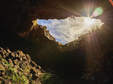 rapanui: Cueva Ana Te Pahu, Parque Nacional Rapa Nui, Isla de Pascua, Chile