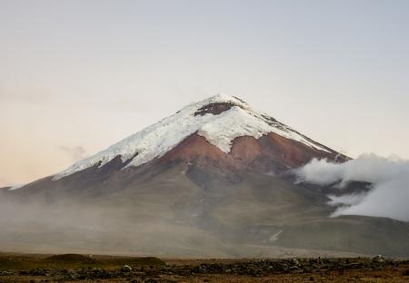 Cotopaxi Volcano at dusk, Cotopaxi National Park, Cotopaxi Province, Ecuador Foto de archivo