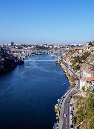 Dom Luis I Bridge, elevated view, Porto, Portugal 免版税图像