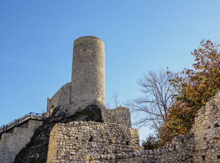 Pilcza Castle Ruins in Smolen, Trail of the Eagles' Nests, Krakow-Czestochowa Upland or Polish Jurassic Highland, Silesian Voivodeship, Poland 免版税图像