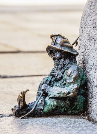 Dwarf Sculpture at the Old Town, Wroclaw, Lower Silesian Voivodeship, Poland Standard-Bild - 137901601