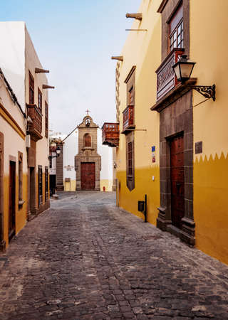 View over Calle Colon towards San Antonio Abad Church, Las Palmas de Gran Canaria, Gran Canaria, Canary Islands, Spain Archivio Fotografico