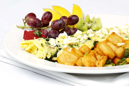 browns: Stile greco frittata con frutta assortiti e patate fritte