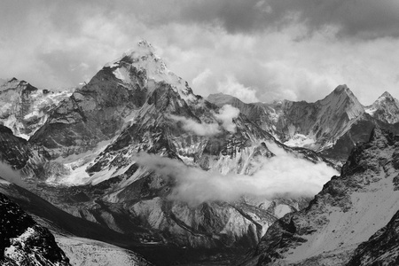 Ama Dablam from Lobuche East Attck Camp Stock Photo - 9693370