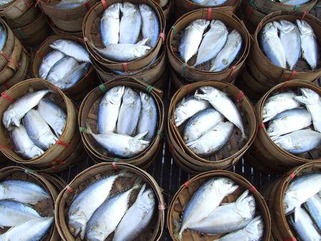 pesce cotto: Pesci cotti in botti, Thailandia.