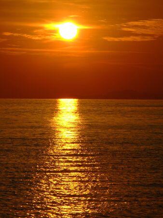 日没, パンガン島, タイ。 写真素材