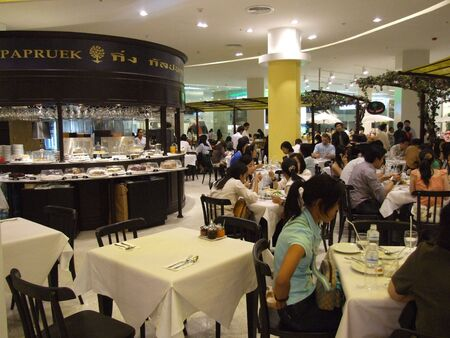 BANGKOK, THAILAND - JANUARY 8: Restaurant opens at the Siam Paragon shopping center at the grand opening. January 8 2005, Siam center, Bangkok.  Stock Photo - 7492383