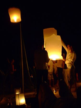 KOH TAO, THAILAND - DECEMBER 23: People light Chinese sky lanterns on the beach to celebrate Christmas on December 23, 2007 in Koh Tao.  Stock Photo - 7492433