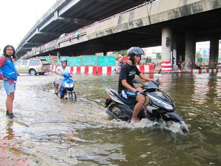 BANGKOK - OCTOBER 19: Heavy flooding from monsoon rain in Ayutthaya and north Thailand in Bangkok on October 19, 2011 at the Chao Phaya river, Bangkok, Thailand.