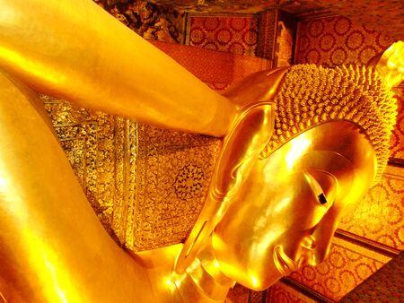 far east: Buda reclinado en el Wat Pho, Bangkok, Tailandia Foto de archivo