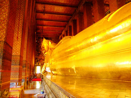 Reclining Buddha in Wat Pho, Bangkok, Thailand   Stock Photo - 13211981