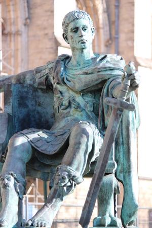 Estatua del emperador romano Constantino, de York. Foto de archivo
