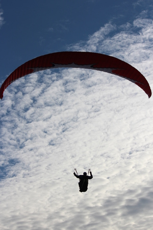 currents: Man Hang Glides on Offshore Air Currents, East Coast of Yorkshire, England. Stock Photo