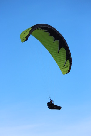 air pressure: Man Hang Glides On Off-Shore Air Currents, East Yorkshire Coast, England.