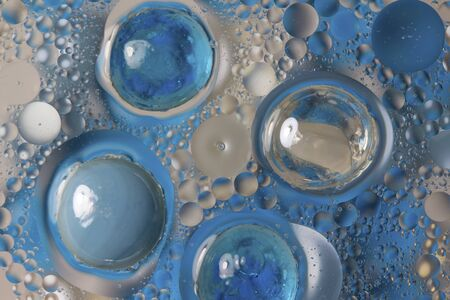 Blue beads and bubbles in oily water Banco de Imagens