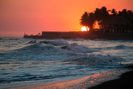 el: Sunset in March at Playa El Tunco, El Salvador.