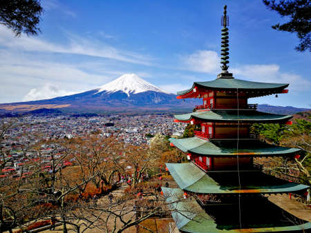 sengen: The Chureito Pagoda, built in 1963 as a peace memorial, is part of the Arakura Sengen Shrine in Fujiyoshida, The pagoda is a popular spot for viewing and photographing Mount Fuji. Stock Photo