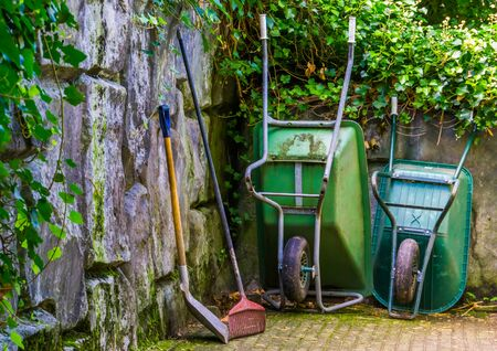 Gardening equipment, Wheelbarrows with a shovel and rigid, Garden upkeep tools Stockfoto