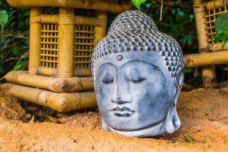 buddha head sculpture in closeup, traditional spiritual decoration Stockfoto