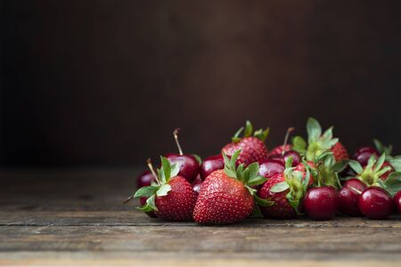 Fresh Strawberrys and Cherries Standard-Bild