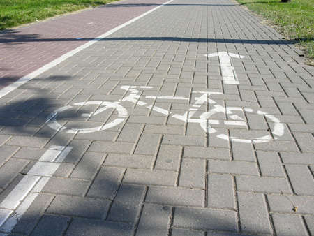 bordered: Cycle track is bordered by a pedestrian footpath