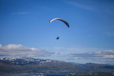 parapente: Paragliding sobre Noruega