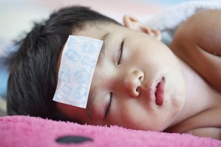 I bambini malati di calore da febbre