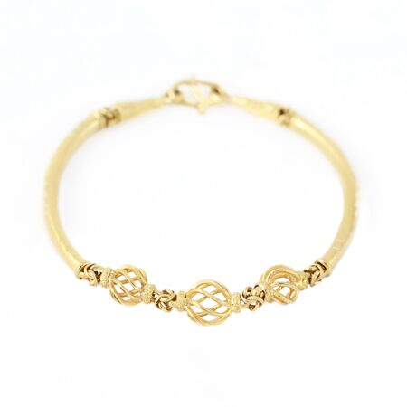 Gold bracelet isolated on white background 版權商用圖片