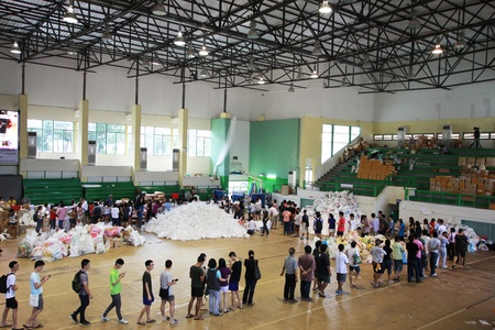 Thai flood helping center gave donated goods to flood victims
