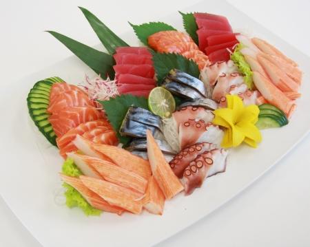 owoce morza: świeże sashimi na tabliczce
