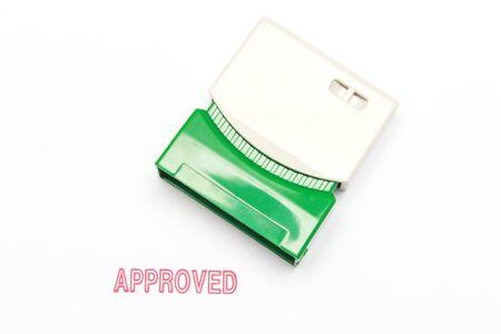 tampon approuv�: presse timbre approuv� sur papier blanc