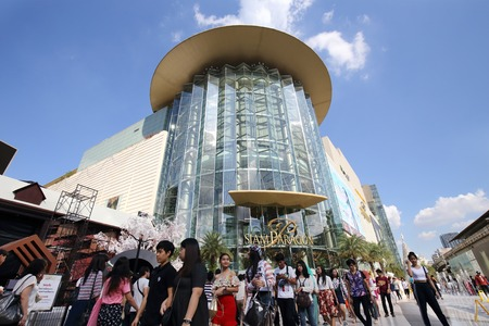 paragon: BANGKOK - DECEMBER 7 : people walk to the  Siam Paragon on December 7, 2014,  in Bangkok, Thailand.Siam Paragon is the biggest shopping center in Thailand Editorial