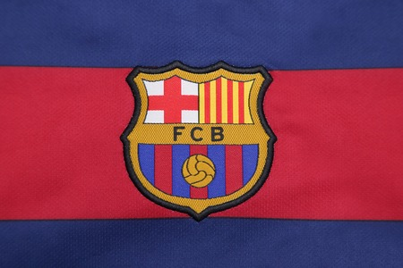 BANGKOK, THAILAND -JULY 30, 2015: the logo of Barcelona football club on an official jersey on July 30, 2015 in Bangkok Thailand. 新聞圖片