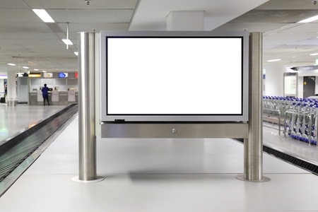 Blanco LCD-scherm mock-up banner in luchthaven
