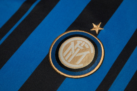 milánó: BANGKOK, THAILAND - AUGUST 5: The Logo of  Inter Milan Football Club on the Jersey on August 5,2017 in Bangkok Thailand.