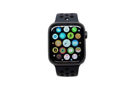 BANGKOK, TAILANDIA, 11 DE NOVIEMBRE: Vista de Apple Watch 4 Nike Edition, que se lanzó este mes el 11 de noviembre de 2018