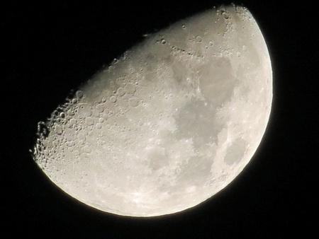 De maan van dichtbij