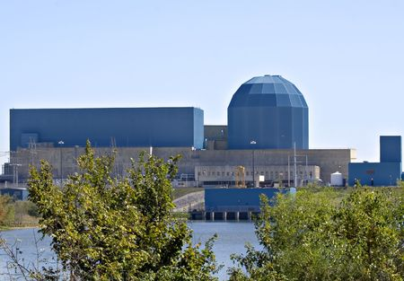 Nuclear power plant and its cooling lake