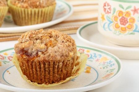 cafe y pastel: Muffins de pastel de caf� al horno en una placa